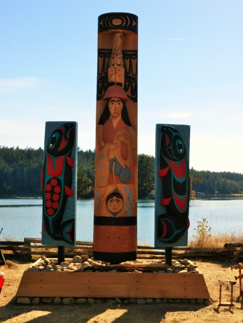 2016-8-25-coast-salish-reef-net-totem-and-salmon-story-boards-at-english-camp